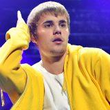 Justin Bieber cancella il tour dopo 18 mesi a 14 date dalla fine: l'annuncio su Facebook