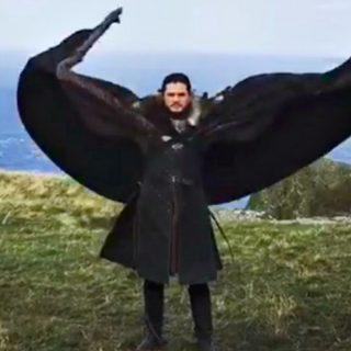 """""""Jon Snow vuole fare il drago"""": il video di Emilia Clarke"""