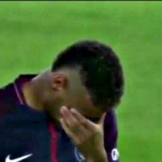 Le lacrime di Neymar per le vittime di Barcellona