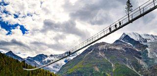 È stato inaugurato il ponte pedonale più lungo del mondo: sospesi fra le Alpi per 500 m
