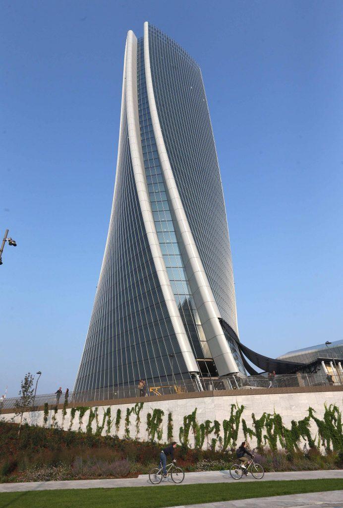 Milano citylife lo smog dalla torre hadid radio deejay for Quartiere city life
