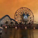 Incendio in California, il cielo sopra Disneyland si colora di rosso