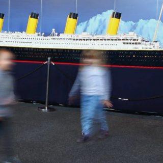 Distruggono il Titanic di Lego: i genitori non vogliono pagare