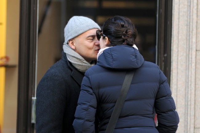 Zingaretti e la Ranieri si scambiano un bacio per le vie della capitale bad7c0c932f