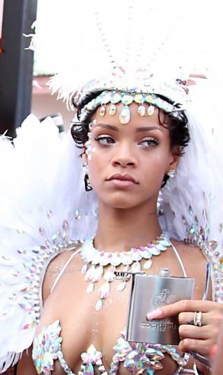 Rihanna angelo sexy al carnevale delle Barbados