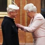 Angela Lansbury, da signora in giallo a dama (vera) della regina