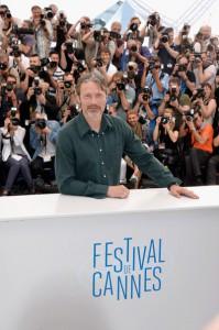 """MADS MIKKELSEN A CANNES  Mads Mikkelsen posa per i fotografi al 67esimo Festival di Cannes, dove ha presentato a Cannes, fuori concorso, il film western """"The Salvation"""", in cui recita al fianco di Jeffrey Dean Morgan e Eva Green"""