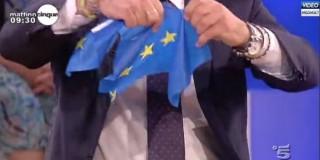 Mattino Cinque, l'onorevole leghista strappa la bandiera e ci si soffia il naso