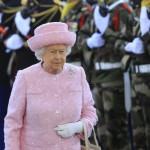 La Regina Elisabetta per i 90 anni con gli amati Corgi