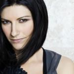 Laura Pausini, relax in barca con Paolo Carta prima della festa con il fan club