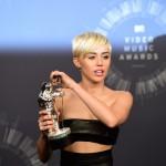 MTV Video Music Awards, Miley Cyrus presentatrice nella notte delle stelle della musica