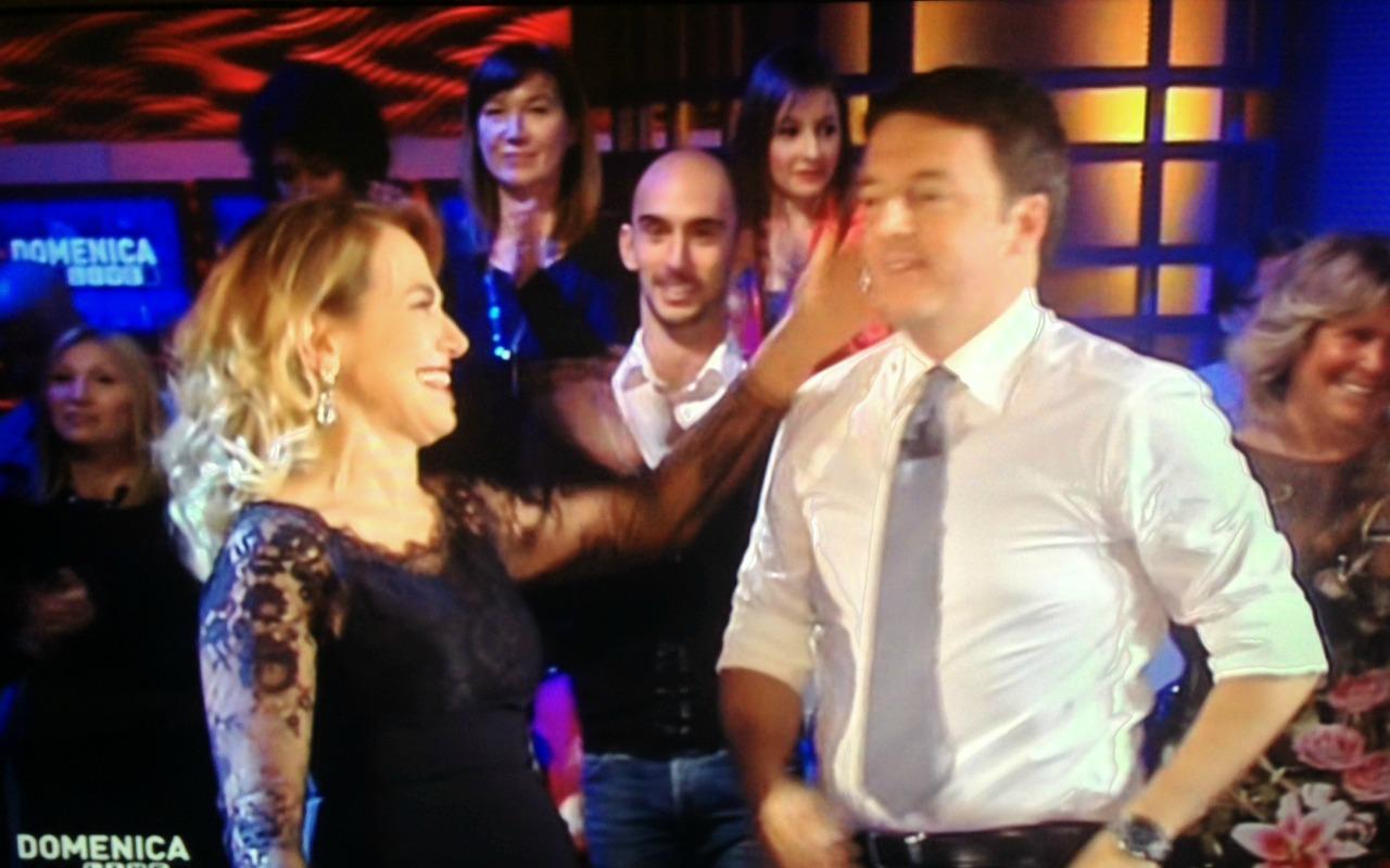 Barbara D'Urso intervista Matteo Renzi: gag, annunci e spot (per entrambi)