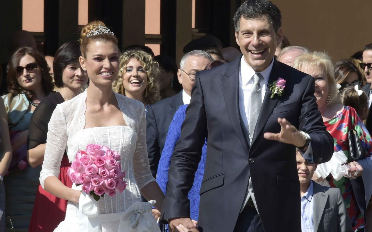 Fabrizio frizzi sposa carlotta mantovan le immagini del for Fabrizio frizzi e carlotta mantovan