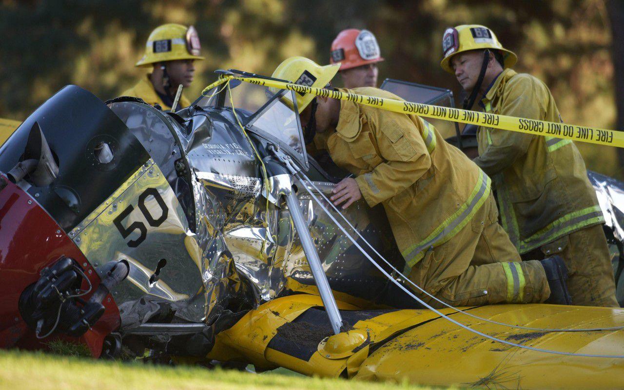 Harrison Ford, precipita con l'aereo d'epoca: lesioni alla testa