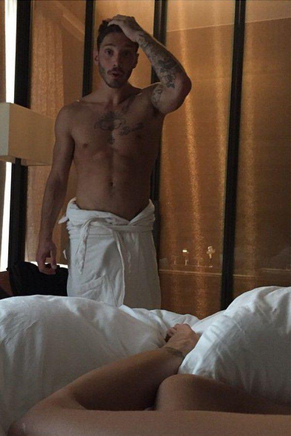 Belen e stefano de martino l intimit social con il selfie dalla camera da letto tvzap - L amore a letto ...