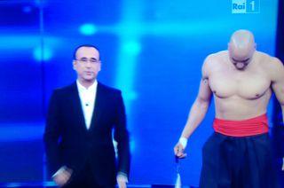 Amaurys Perez vs Mario Cipollini, sfida a colpi di muscoli a Si può fare