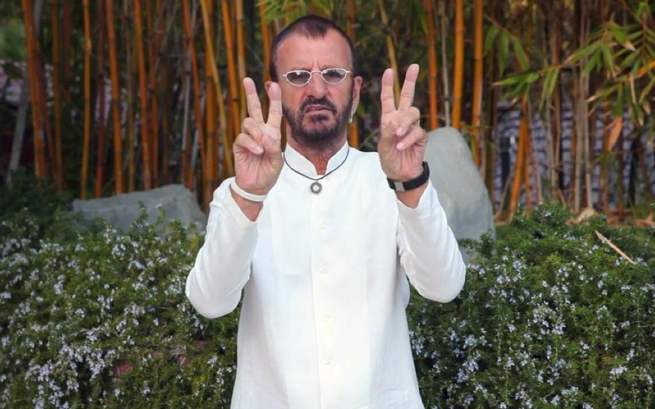 Buon compleanno Ringo Starr: per festeggiare la rete invasa da #peaceandlove