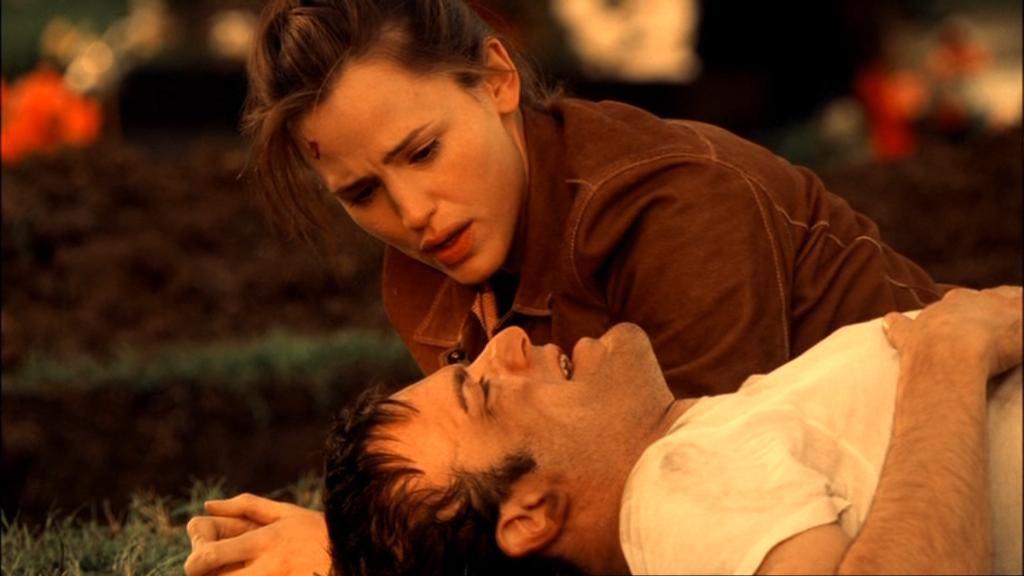 """Alias. Nell'episodio della quarta stagione """"Quarantena"""" Sydney, si veglia e si ritrova sepolta in una bara con il corpo di un informatore accanto"""