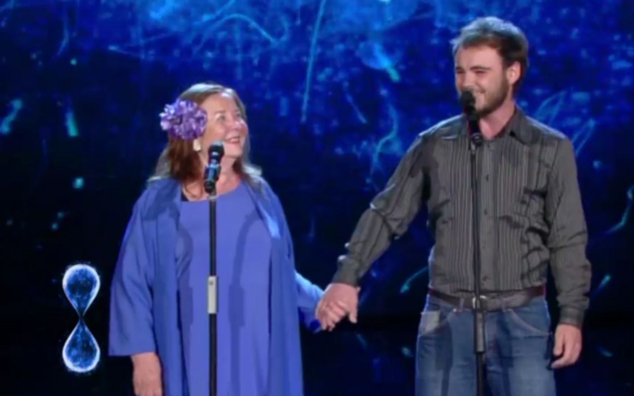 """Tu Si Que Vales: nonna e nipote cantano """"O Sole mio"""" e conquistano tutti"""