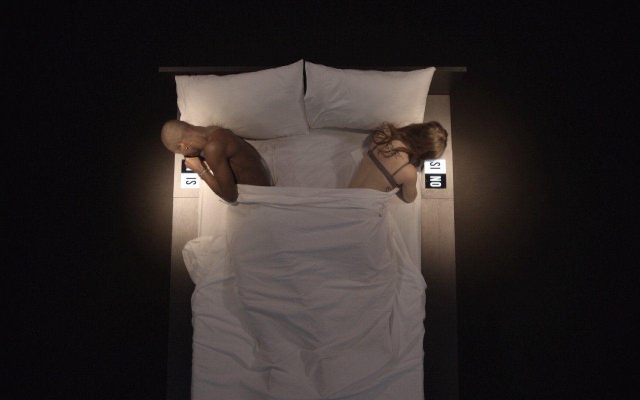 Undressed ecco lo show che vi mette a letto con gli - A letto con eva esordienti in azione ...