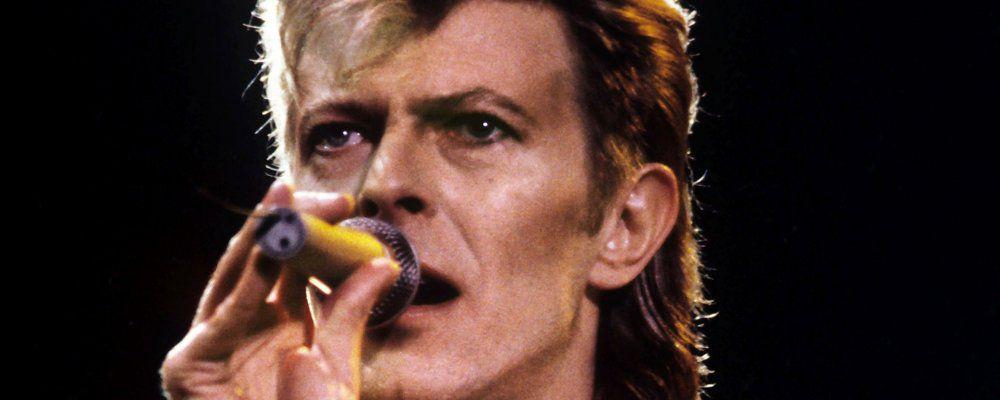 """Addio David Bowie, il nostro amico """"alieno"""" che ci ha cambiato la vita"""