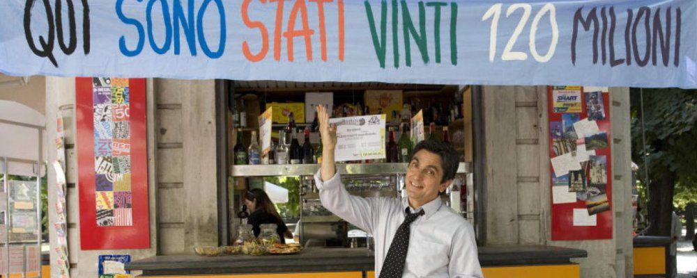 Baciato dalla fortuna, con Vincenzo Salemme torna la commedia napoletana