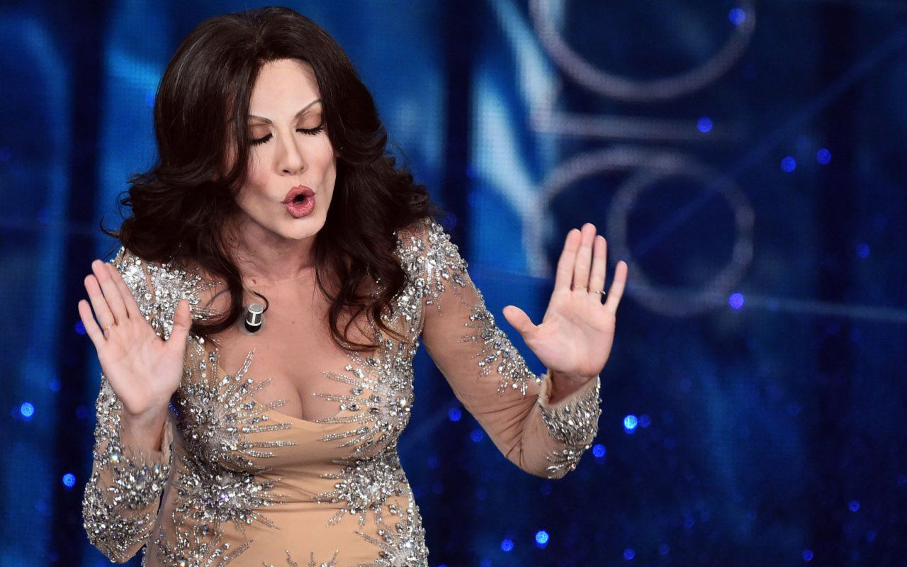 Sanremo 2016, show alla romana: Virginia Raffaele imita Sabrina Ferilli