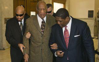 Bill Cosby, l'attore arriva in tribunale per rispondere di violenza sessuale