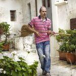 Cado dalle nubi, trama e curiosità sul primo film di Checco Zalone