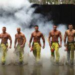 Il calendario dei pompieri australiani: muscoli per beneficenza