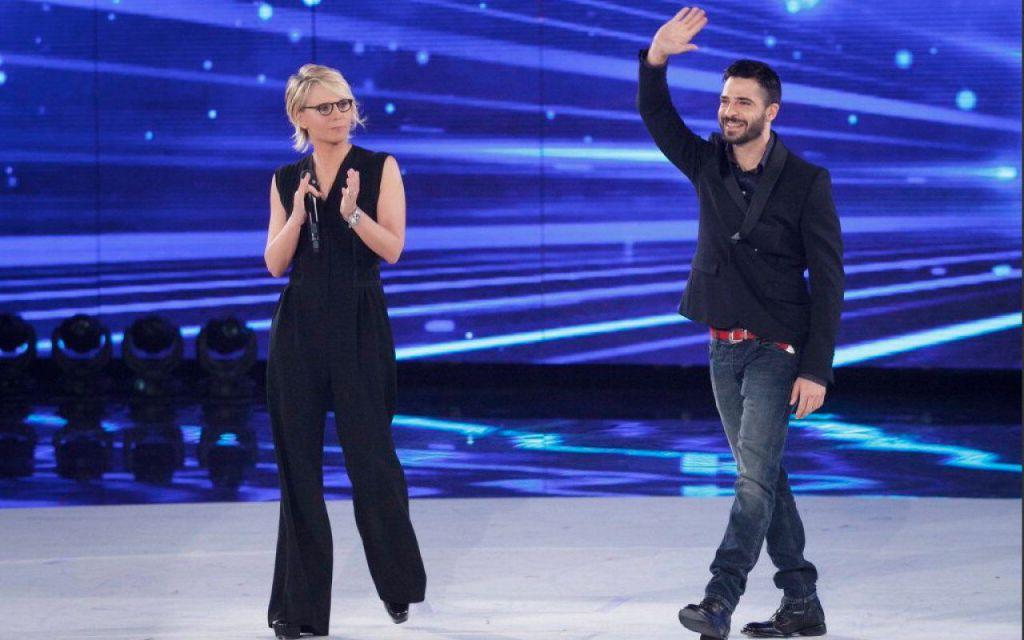 """Il trionfale ingresso di Marco Bocci, presentato come """"scrittore"""""""
