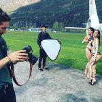 Uomini e Donne, Ludovica Valli e la sorella Beatrice Valli: shooting in costume con Alex Belli