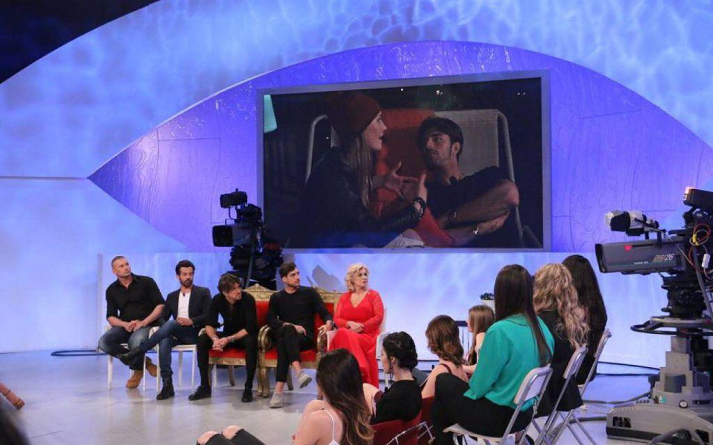 Uomini e donne anticipazioni: Andrea prende insulti e Oscar tenero con Dominique