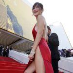 Cannes 2016, Bella Hadid come Belen Rodriguez: lo spacco è vertiginoso