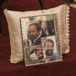 Addio Bud Spencer, la camera ardente e il saluto dei fan tra scatolette di fagioli e fiori