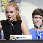 """Game of Thrones, al Comic Con 2016 il cast incontra i fan. Sophie Turner: """"Jon Snow non è un leader"""""""