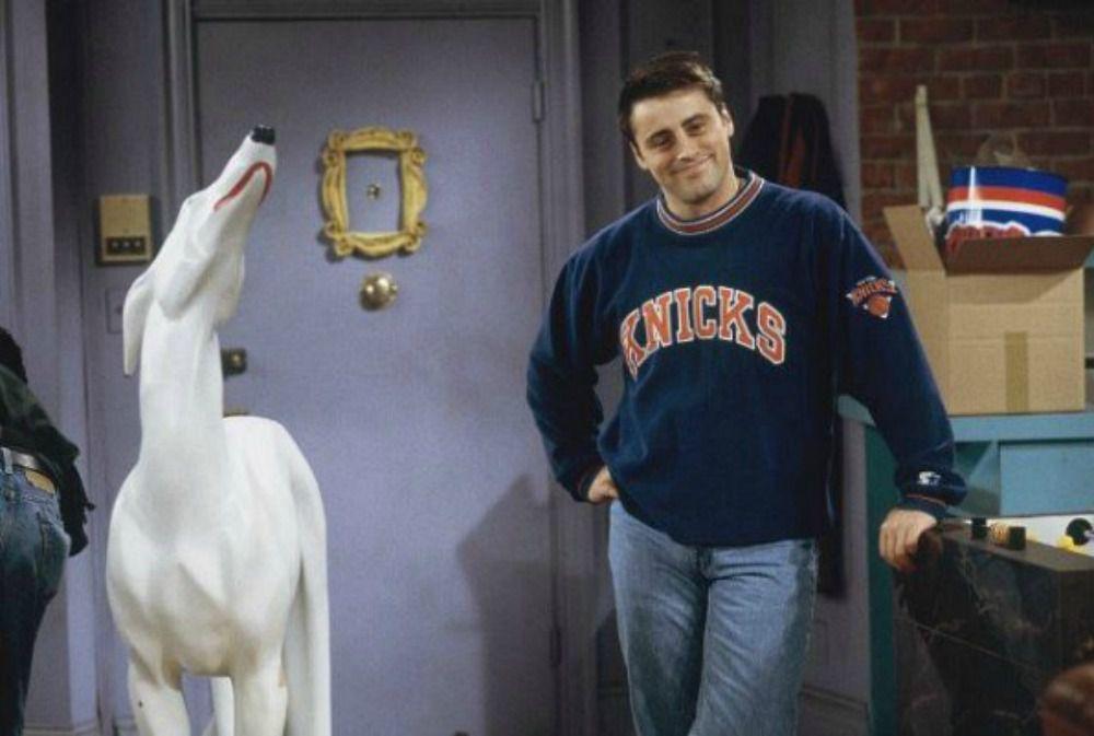 Joeys-ceramic-dog-statue-Pat-on-Friends