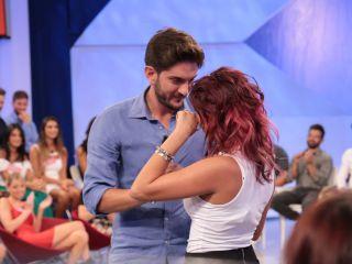 Uomini e donne, le pene d'amore di Ernesto e Gabriella e la parrucca di Valeria