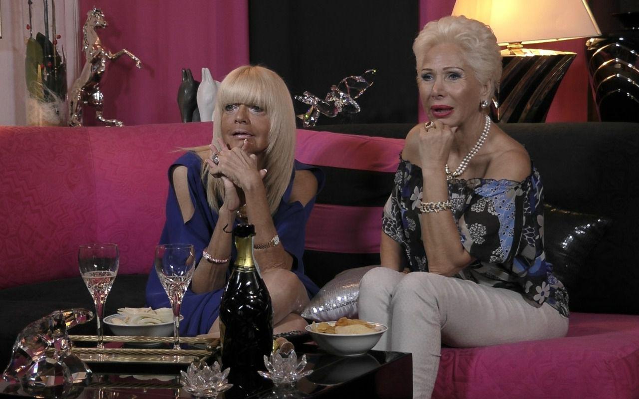 Gogglebox, su Italia1 arrivano i metatelespettatori: spettatori che guardano chi guarda la tv