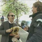 Striscia la Notizia, Tapiro a Roberto Benigni dopo il sorpasso in contromano