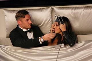 House Party: Maria De Filippi all'inferno e Sabrina Ferilli a letto con Totti