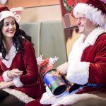 Katy Perry e Orlando Bloom come Babbo Natale per i bambini malati