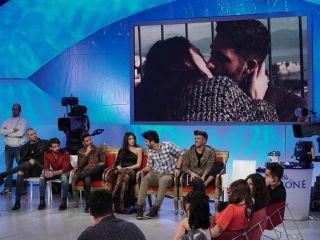 Uomini e donne, Claudio D. le bacia tutte