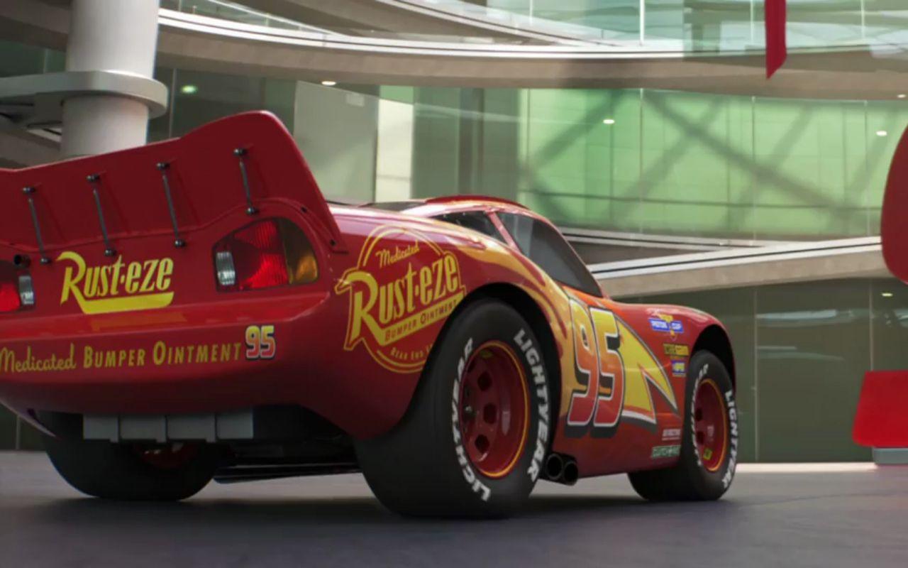 Cars 3, Saetta McQueen ha un nuovo avversario: il primo trailer esteso