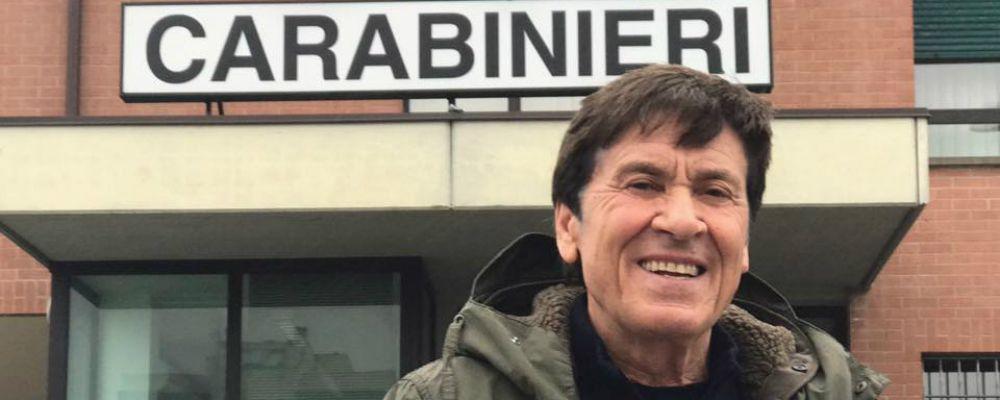 Gianni Morandi dai Carabinieri per il portafoglio smarrito