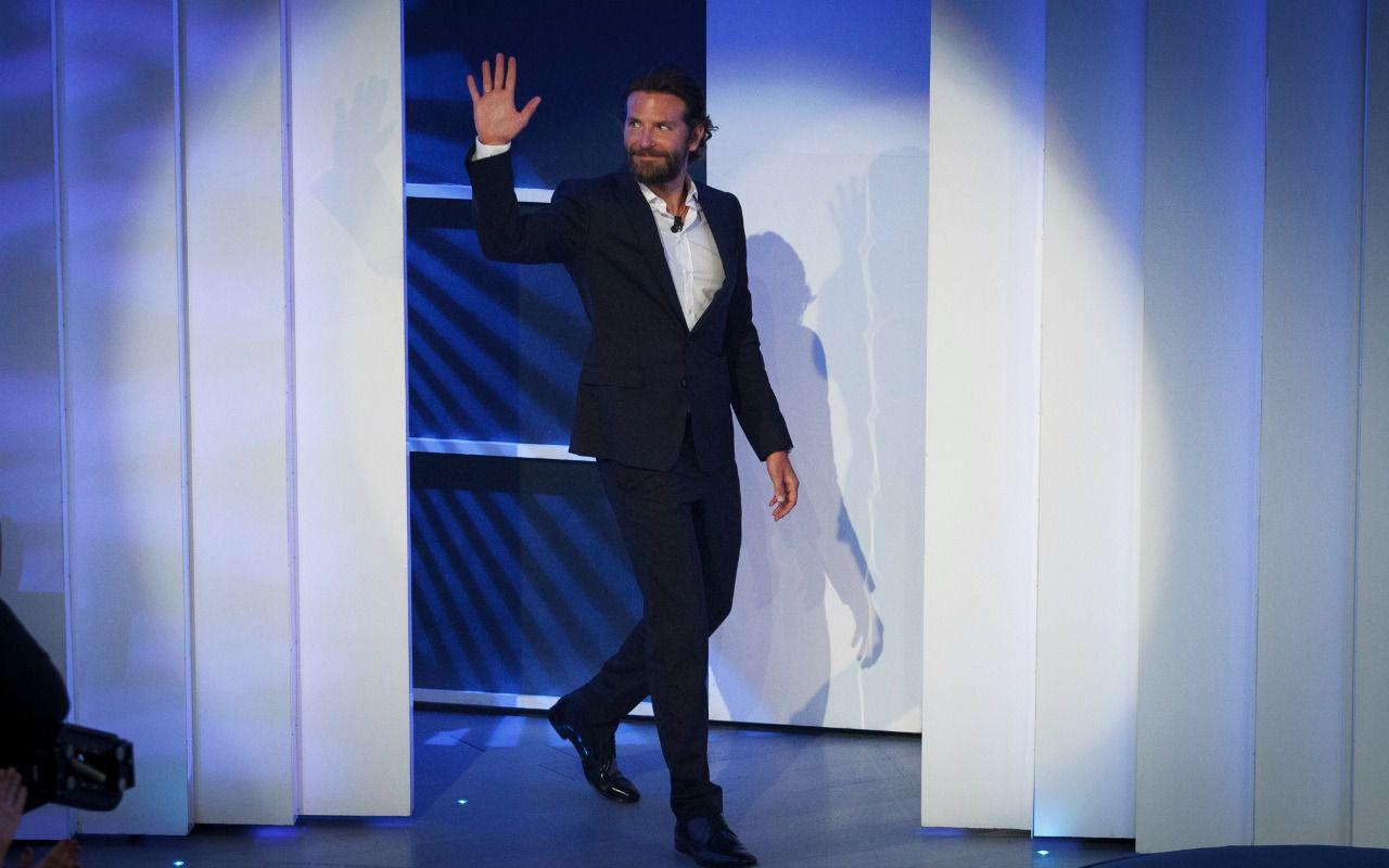 C'è posta per te, arriva Bradley Cooper (questa volta per davvero)