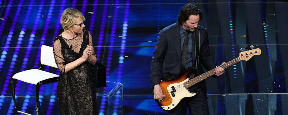 Sanremo 2017, Keanu Reeves inaspettato rocker fan di Vasco Rossi. E bacia Maria De Filippi