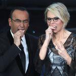 Sanremo 2017, Maria De Filippi e Carlo Conti indossano la Faccia da Festival