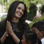 Angelina Jolie parla di Brad Pitt per la prima volta dopo il divorzio: 'Saremo sempre una famiglia'