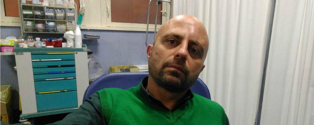Striscia la notizia, Luca Abete aggredito a Caserta da venditori ambulanti